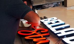 Fabrication d'enseigne lumineuse LED pour Bella Dance